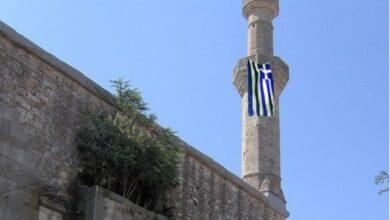 Photo of Dimetoka'da Çelebi Sultan Mehmet Camii'nin Minaresine Yunan Bayrağı Astılar