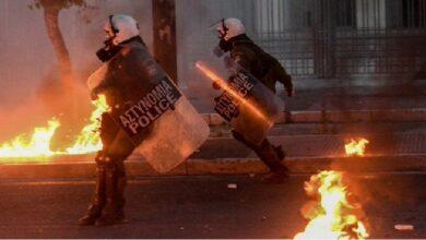 Photo of Atina'da ABD Büyükelçiliği Önünde Çatışma Çıktı