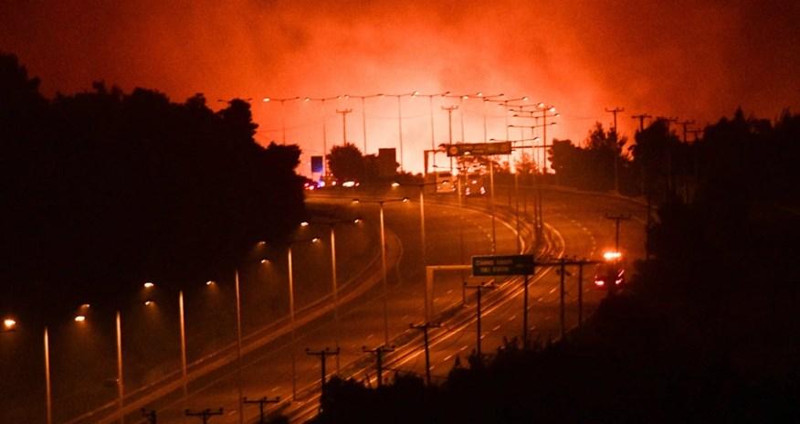 Atina'da Çok Zor Bir Gece, Alevler Durdurulamıyor!